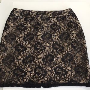 NY&Co Lace Pencil Skirt Lined